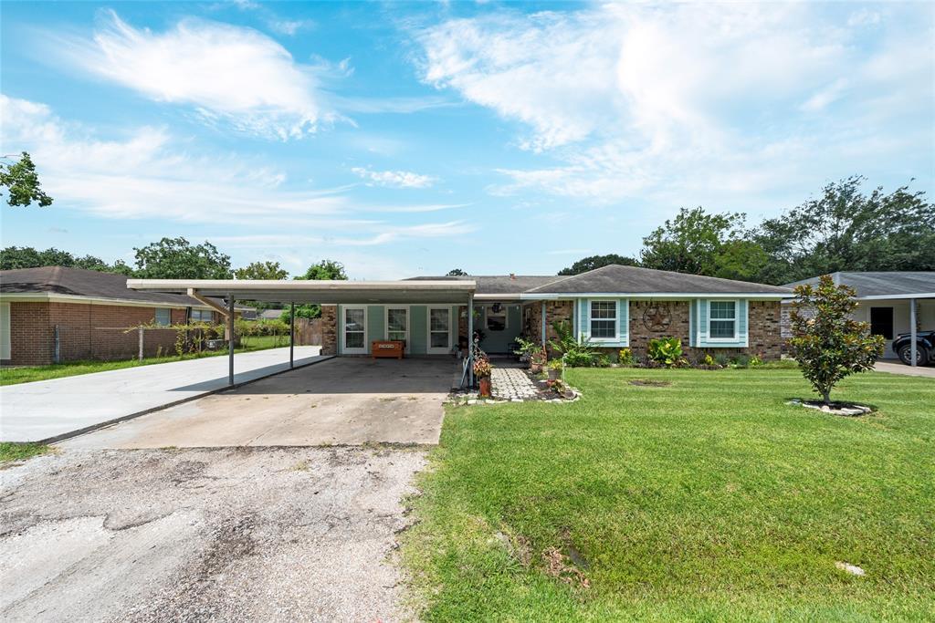 510 Lyndale Drive, Highlands, TX 77562