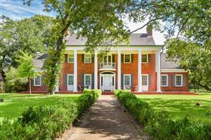 1610 Oak Shadows Street, Baytown, TX 77520