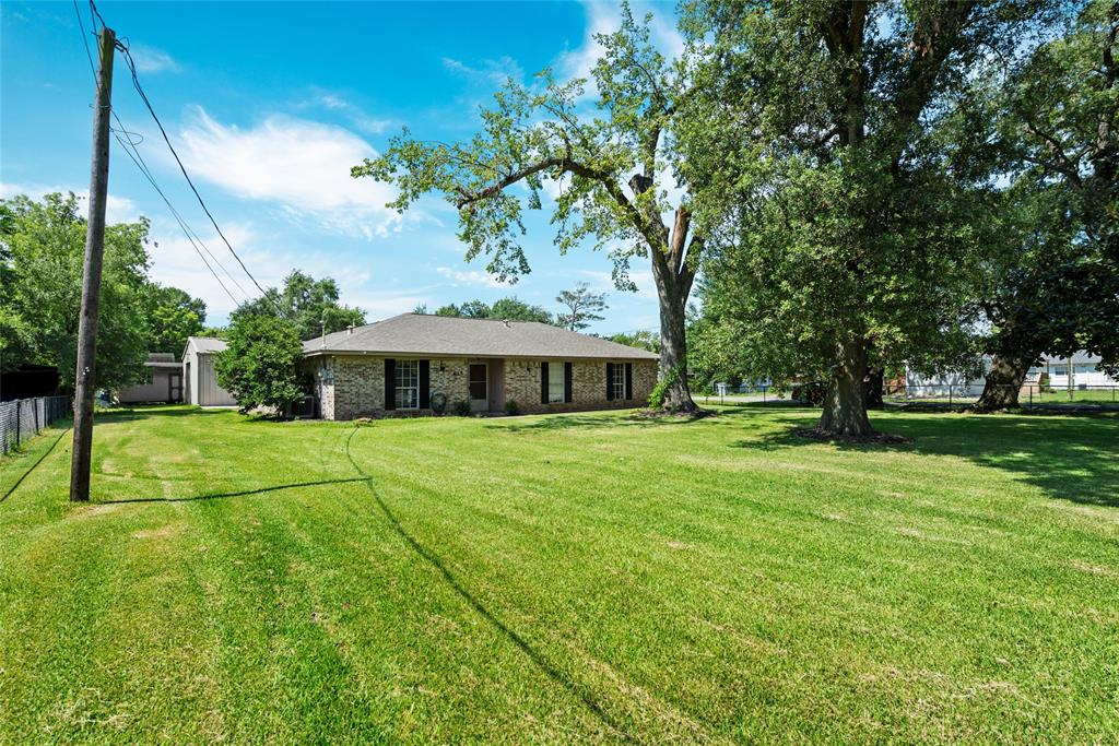 615 Clear lake Road, Highlands, TX 77562