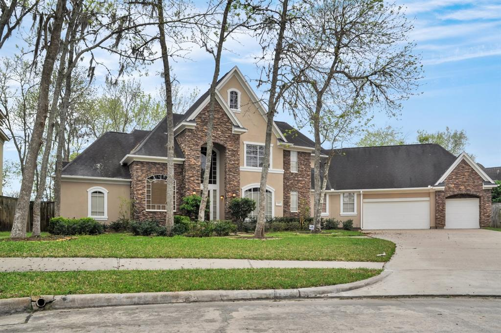 EXQUISITE CUSTOM MADE FOR FAMILY LIVING  & ENTERTAINMENT,LOCATED AT END OF THE CUL-DE-SAC 18TH HOLE WITH WATER VIEW.IT HAS DENSELY TREES AND MAGNIFICENT LANDSCAPING GARDEN .4BEDROOMS,3 & HALF BATH,BOTH FORMALS,STUDY,GAME ROOM,HIGH CEILING WITH CURVED TWO STAIRCASE.LIVING WITH FIREPLACE.KITCHEN FEATURE BREATHTAKING ISLAND,GAS COOK TOP DOUBLE OVEN,GRANITE TOP.NEW PAINT,NEW CARPET. 3CAR ATTACHED GARAGE.HUGE 17564 SQ FEET OF LAND READY FOR YOUR DESIGNED POOL.