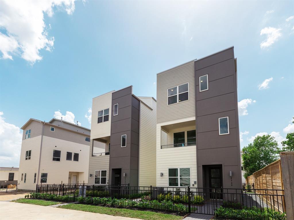 2711 EaDo Edge Court, Houston, TX 77020