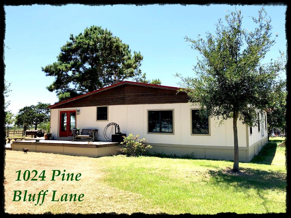1024 Pine Bluff Lane, Alleyton, TX 78935