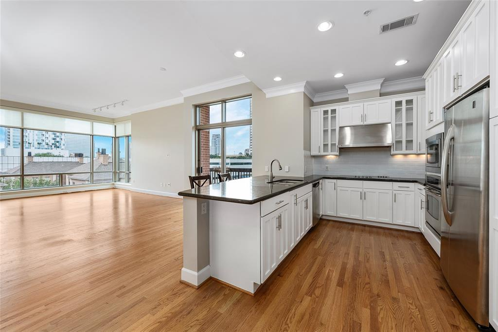Beautiful corner unit with a great view and LOTS of natural light! A block away from luxury stores and dining at River Oaks District!