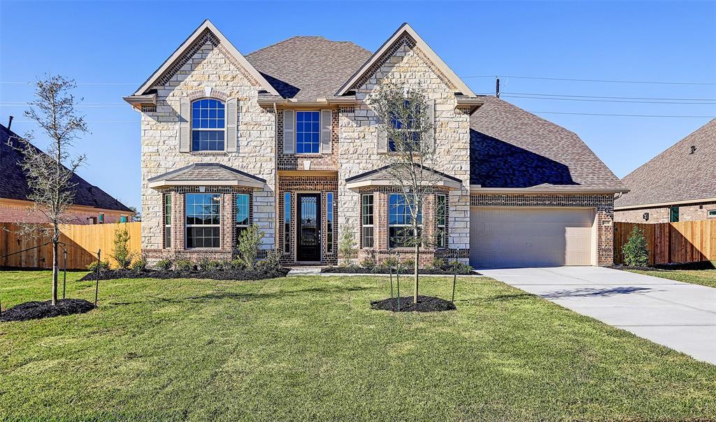 11731 Oakwood Drive, Mont Belvieu, TX 77535