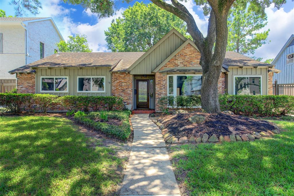 Property NEVER FLOODED. NEW UPDATE MODERN HOME, ALL NEW UNDER GROUND PLUMBING, GREAT LOCATION ! WALK TO MEMORIAL MIDDLE SCHOOL CITY CENTER, NEXT TO THE BENDWOOD PARK.