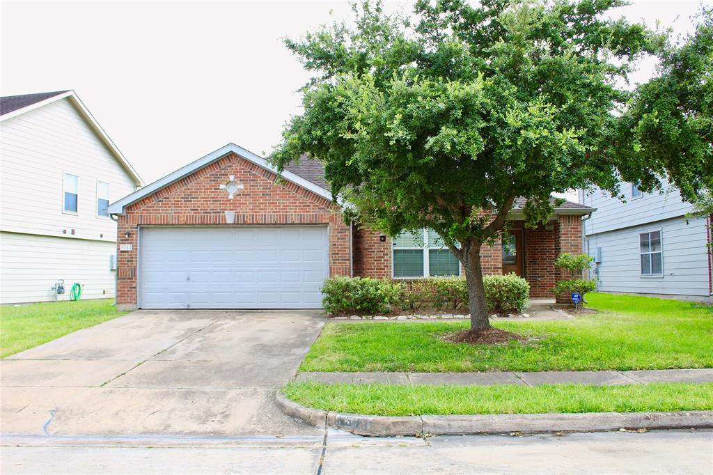 This is a gem in the rough and in need of TLC. A 1-Story with 4 Bedrooms, 2 bathrooms, Living Room, Family Room and Dining Room with Kitchen opens towards Family Room. DID NOT FLOOD.