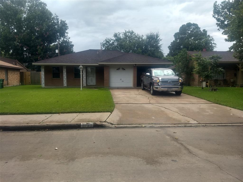 6722 Roxbury Rd, Houston, TX 77087