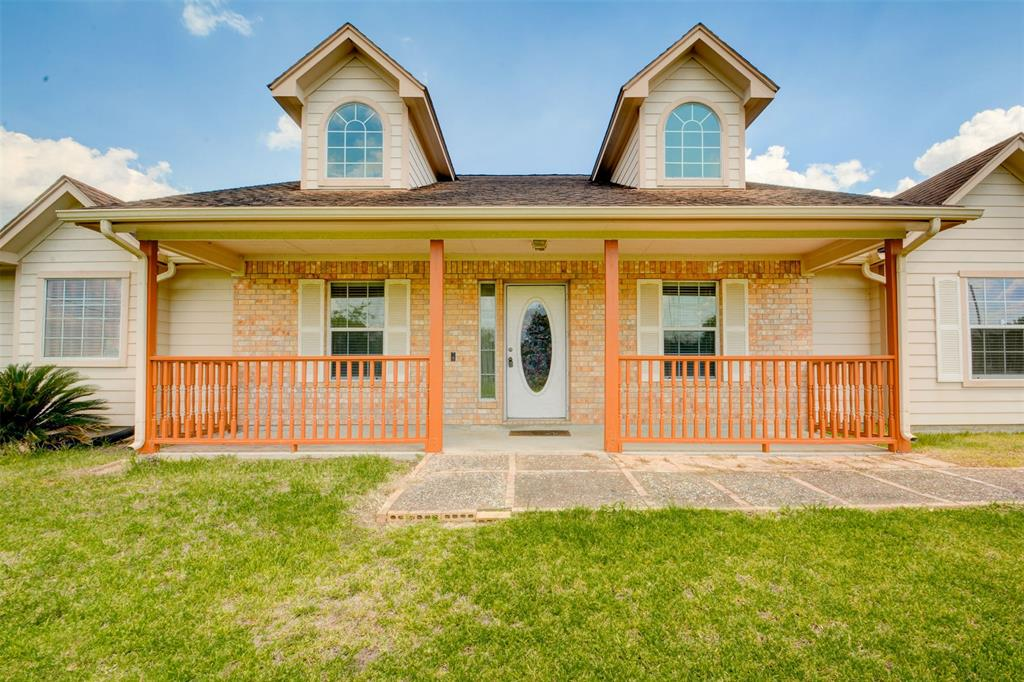 9921 County Rd 171, Liverpool, TX 77577
