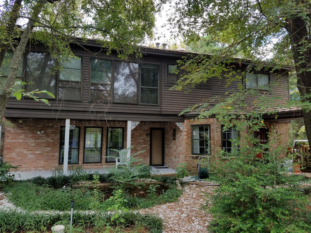 GREAT FOUR BEDROOMS, MARBLE FLOOR, DOUBLE SINK BATHROOMS, EXTRA WORK ROOM OR MAN CAVE, POND AND BACK UP TO WALKING TRAILS. FAST ACCESS TO I-45 AND TO MARKET STREET AND RETAIL, CUL DE SAC AND GREEN BELT VERY PRIVATE. CAN BE FURNISHED OR UNFURNISHED.