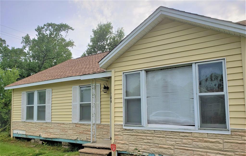 100 Cedar Street, Highlands, TX 77562