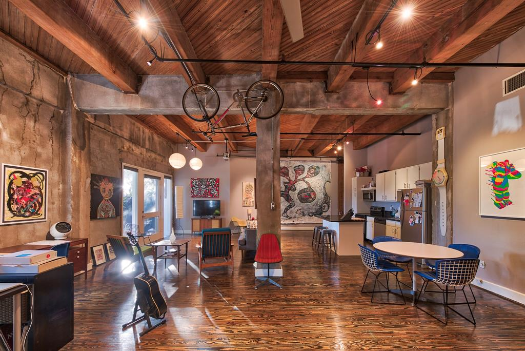 """Beautiful open loft located in Downtown Houston's warehouse district. Minutes away from the metro light rail, UH Downtown and more! This is a real deal loft!! Lease price includes water, valet trash pick up and assigned garage parking! Dakota Lofts built in 1911 as the Bute Paint Factory is located in the heart of the warehouse district on the edge of Downtown Houston... The Lofts converted in 1992 was the first sign of urban renewal and was recognized as the leader in applying new styles to the """"true Loft"""" lifestyle living in DT Houston. Just blocks from the UOH and Houston's rail. The lofts are patterned after the NY style lofts. The historical buildings' surrounding the Dakota Lofts gives one the illusion of downtown New Orleans. Stroll through the lobby art gallery or enjoy the downtown view from the roof sky-deck or make friends at the """"Famous"""" Last Concert Cafe."""