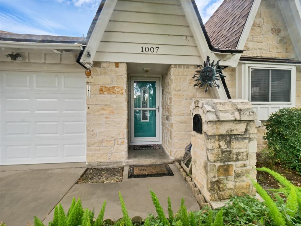 1007 Dusky Rose Lane, Pasadena, TX 77502