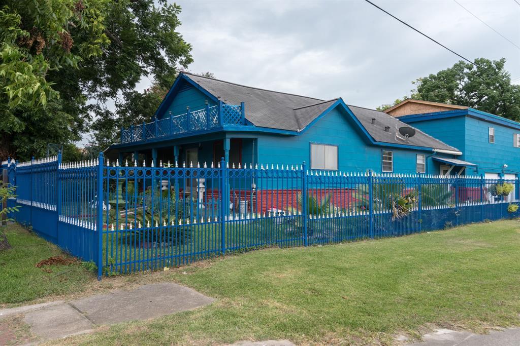1423 Burbank Street, Baytown, TX 77520