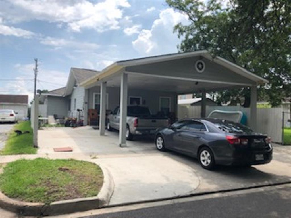 Home is great shape. Spacious kitchen, 3 large bedrooms, 2 bathrooms, new paint interior/exterior paint and new light fixtures. Seller finishing touch ups plus replacing flooring in kitchen. Double garage attached to home plus extra large covered parking in front.