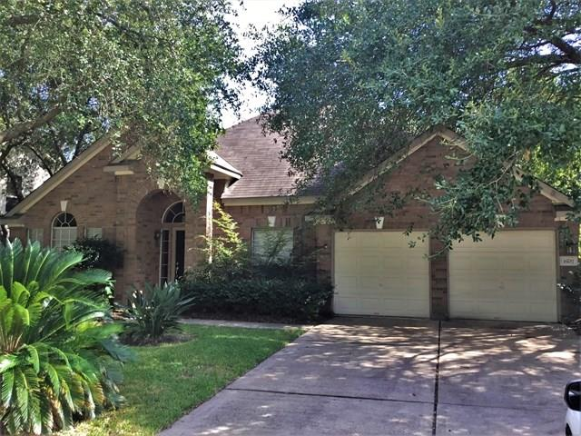 Move-in ready home in a great location and amazing neighborhood! Loaded with features that will make you smile!! Make this home your dream home!