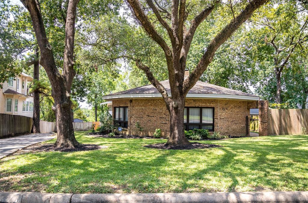 826 W Houston Street, Highlands, TX 77562