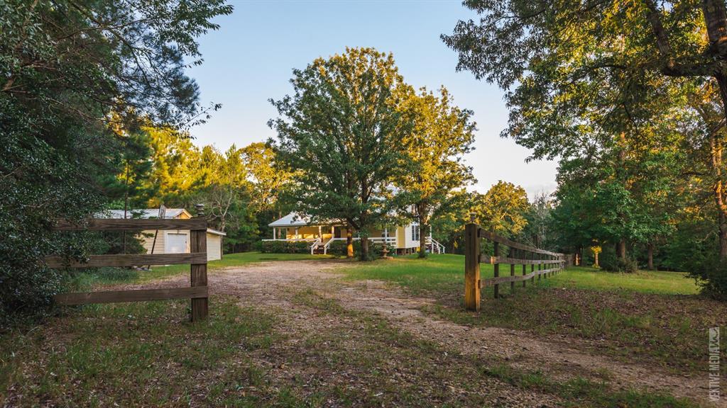 418 Hackberry Lane, Brookeland, TX 75931