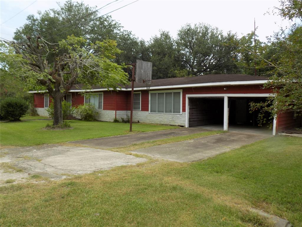 21 County Road 2440, Hull, TX 77564