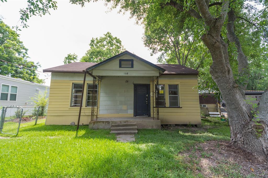 108 S 5th Street, Highlands, TX 77562