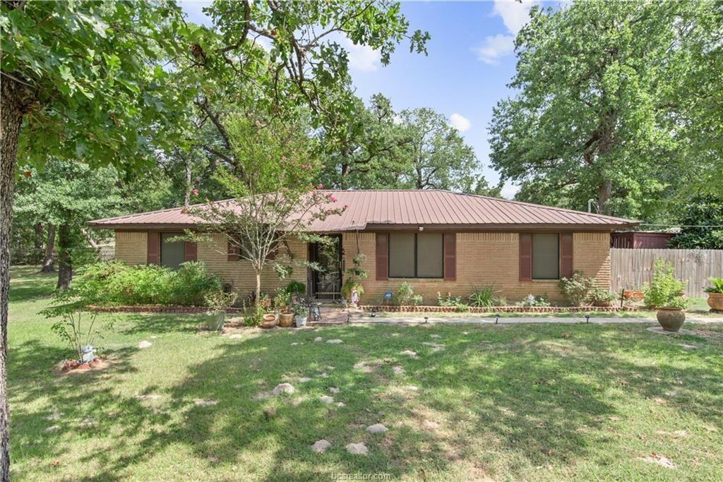11121 Spring Oaks Drive, Hearne, TX 77859