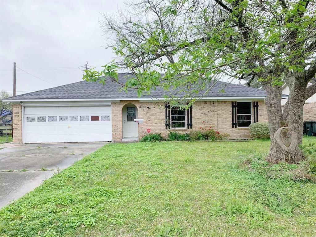 511 E Oak Street, Highlands, TX 77562