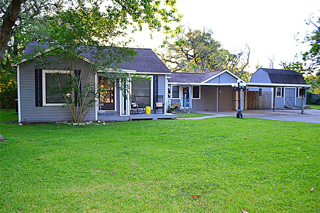 106 N 6th Street, Highlands, TX 77562