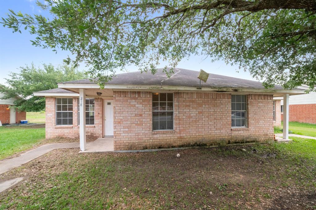 221 Hunters Lane, Eagle Lake, TX 77434