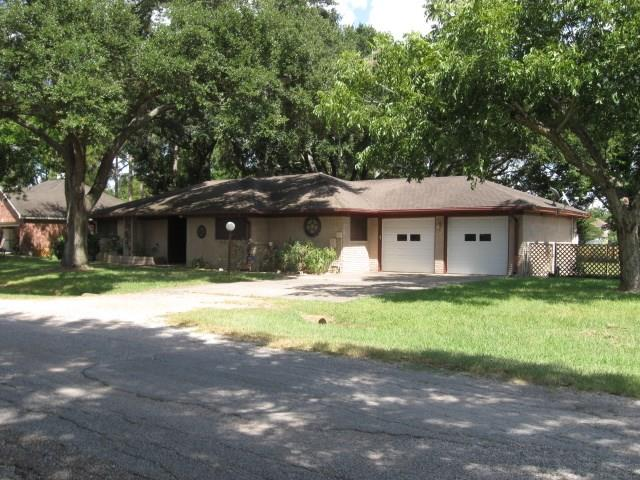 7504 Becky Lane, Wallis, TX 77485
