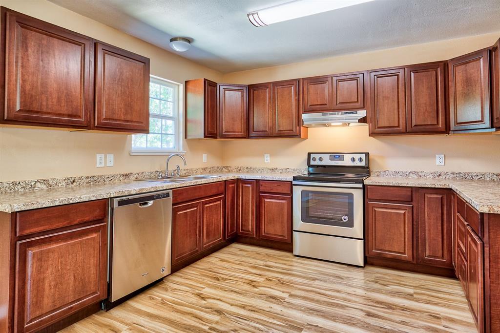 312 Spreading Oak, Somerville, TX 77879