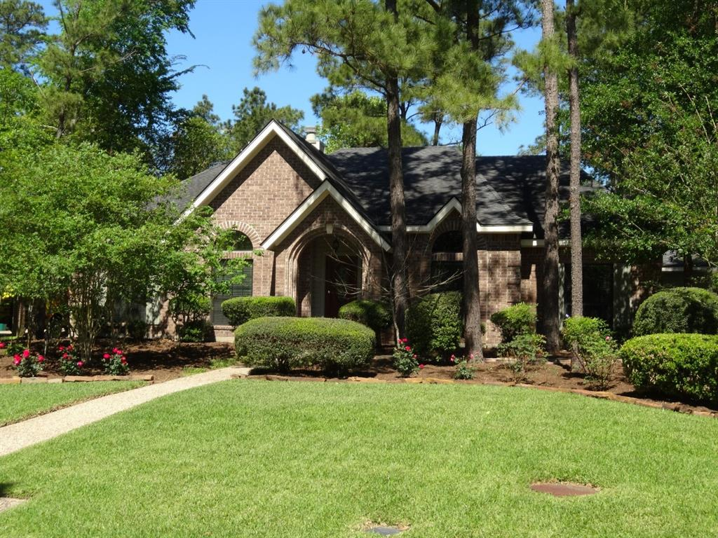 Beautiful home in the heart of The Woodlands, conveniently located to all the amenities the community has to offer. 4 bedrooms, large living area, formal living & dining room, great built ins, covered patio, and spacious master bath. Come apply today before this fantastic home is gone!