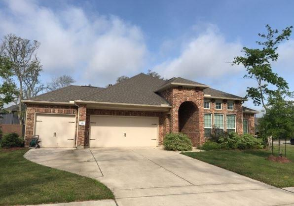 110 Forest Bend Court, Clute, TX 77531
