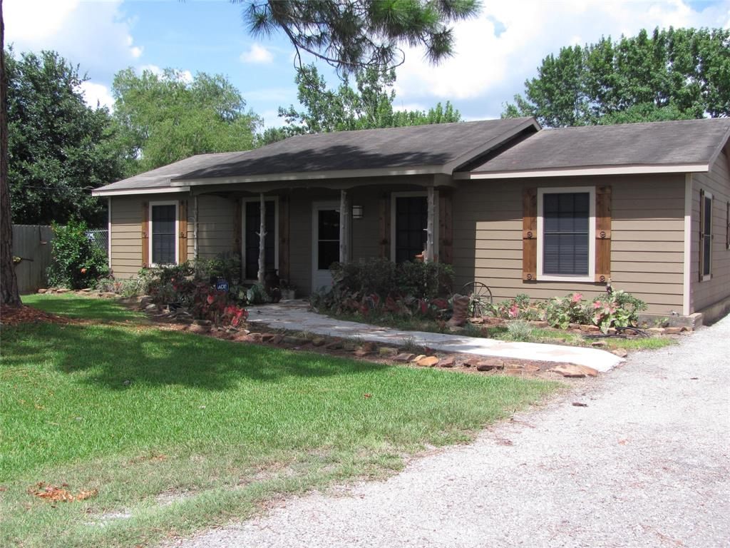 3923 Moore Road, Highlands, TX 77562