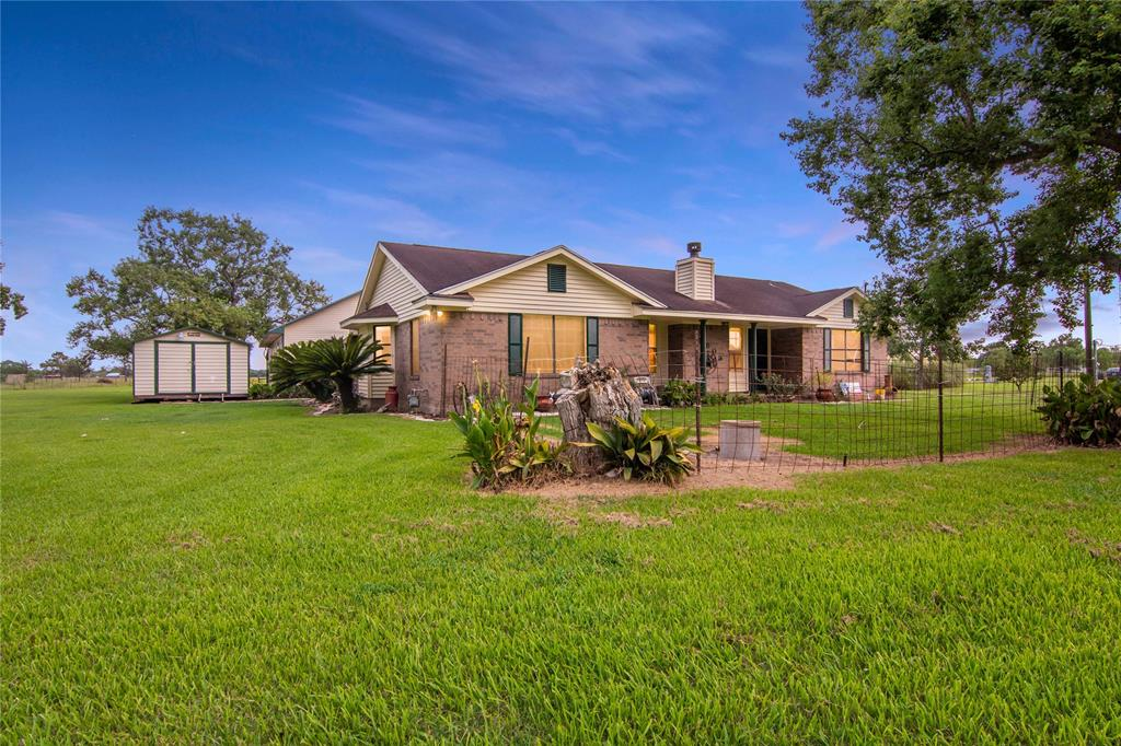 9903 County Road 171, Liverpool, TX 77577