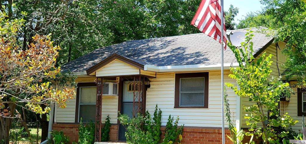 404 W Parker Street, Elkhart, TX 75839