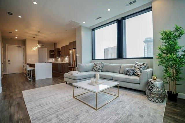 New construction in Downtown Houston available for long term lease.  Building features 24 hour concierge, valet parking, gym, pool overlooking downtown skyline/hot tub, spa, sauna, pied-a-terre for guests, fitness center, outdoor bar area with fire pit.  Condo features 10 ft ceilings with glass walls, hardwood floor in living areas and bedroom, italian appliances, open floor plan concept, never lived in.  Great view of Toyota Center, walking distance to Discover Green, Toyota Center, House of Blues, Phoenicia and more.