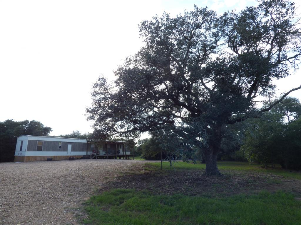 1237 Forest Oak Drive, Altair, TX 77412