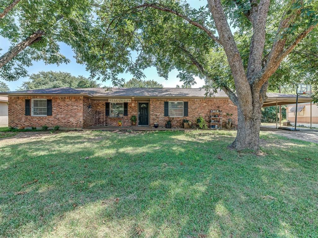 243 County Road 4672, Etoile, TX 75944