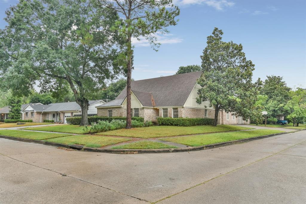7202 Lugary Drive, Houston, TX 77036