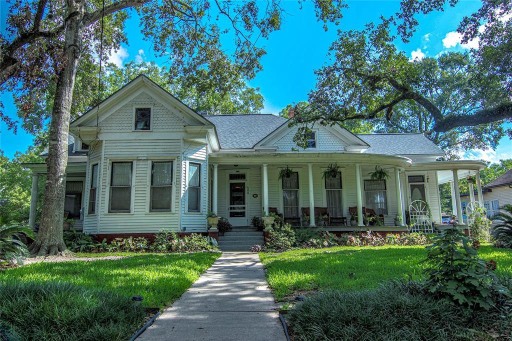 406 E Prairie Avenue, Eagle Lake, TX 77434