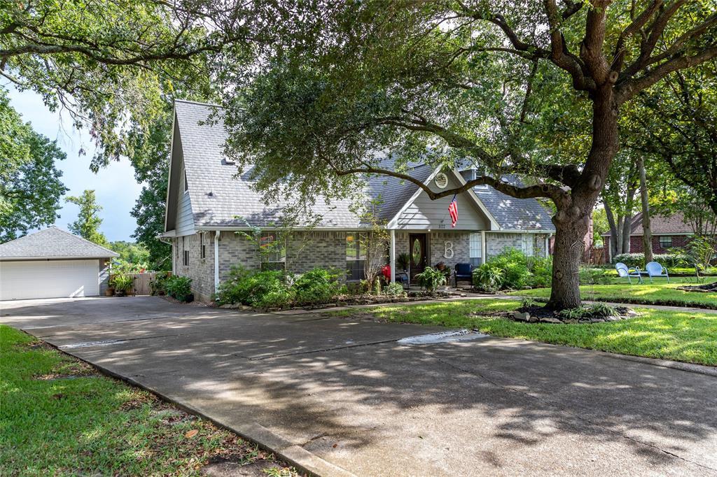 822 W Houston Street, Highlands, TX 77562