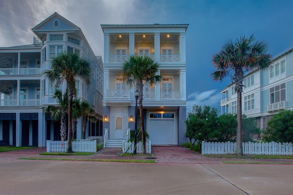 2457 East Seaside Drive, Galveston, TX 77550