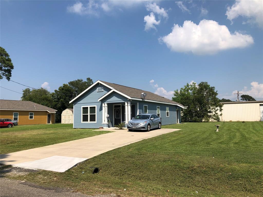 2940 Pearl Avenue, Groves, TX 77619