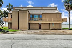 1749 Port O Call Street, Tiki Island, TX 77554