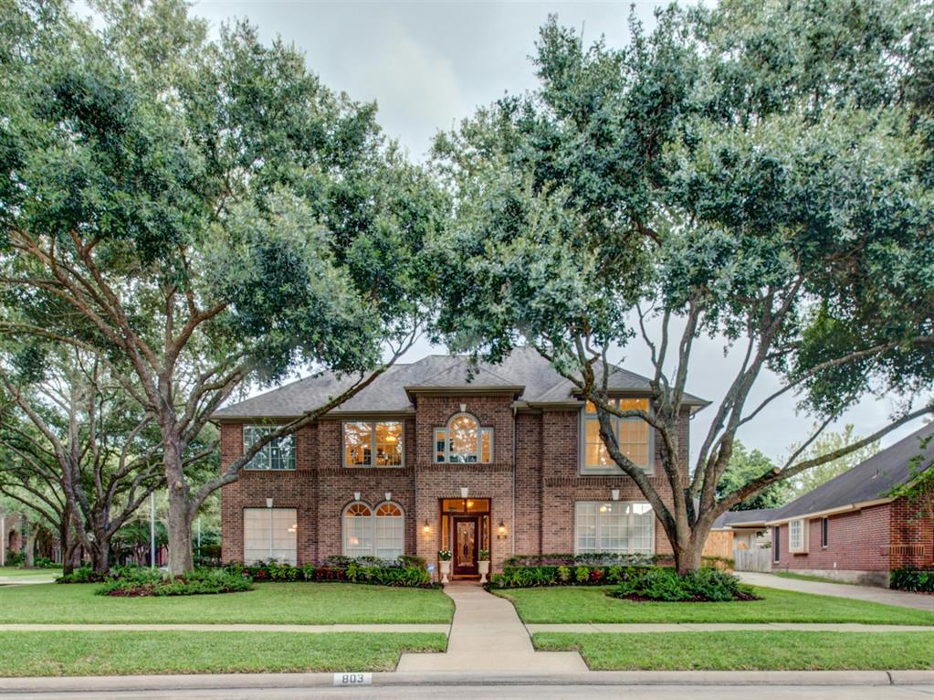 Gorgeous 2 story home with winding staircase offering 4 bedrooms and 4 baths with formal dining, formal living, study, family room, 2 fireplaces and tile floors with a beautiful entry way. Stunning kitchen with granite counter tops, lots of storage, great for entertaining. Bright open floor plan with high ceilings. NEW CARPET and PAINT INSIDE (August 2019)
