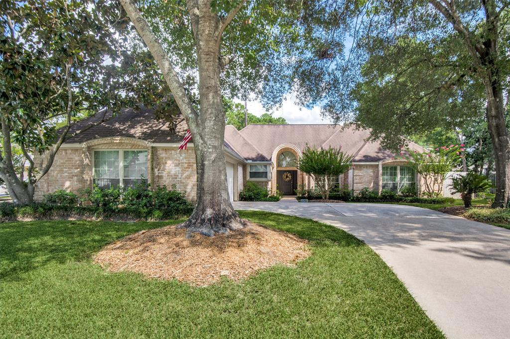 Beautiful well maintained home close to I45N, 99 Loop and Hardy Toll, Exxon Headquaters, and The Woodlands. This one story home offers 3/4 bedrooms, 2 full bathrooms, whirlpool jet tub in master bedroom, recently remodeled to suit the most discerning taste. Private pool and well manicured yard. The kitchen is a cooks' delight, stainless steel appliances including refrigerator, exotic granite counter tops. And many more amenities. Bring your approved tenants. This property will be available November 1st. 2019.