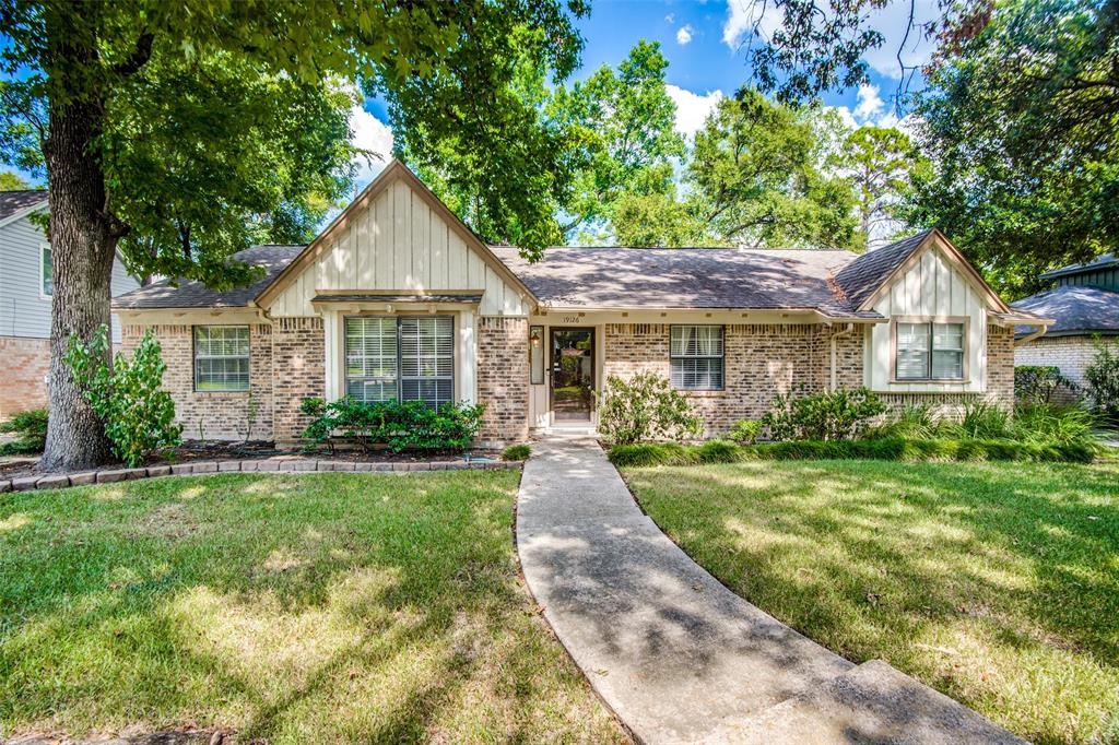 Great Location ! Beautiful, all brick exterior home on a big lot with a  fenced backyard and lovely front yard. FOUR bedrooms, 2 1/2 baths, Formal living room/Den/Bonus room, Formal dining room & breakfast room.
