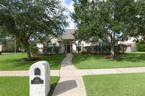 836 Falcon Lake Drive, Friendswood, TX 77546
