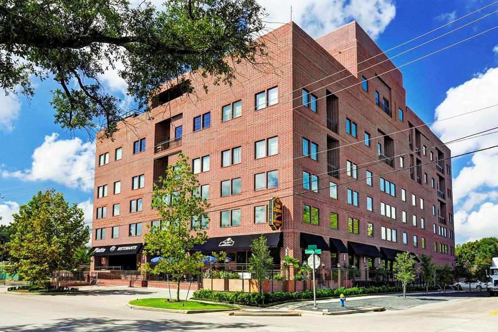 You cannot beat the location of this property at 11th St. and Studewood, which alongside the amenities offered by the building itself including rooftop deck, pool, outdoor kitchen, private party space and two restaurants on the main floor, is walking or biking distance to all the Heights has to offer. You're also only about a 10 minute drive to downtown Houston.