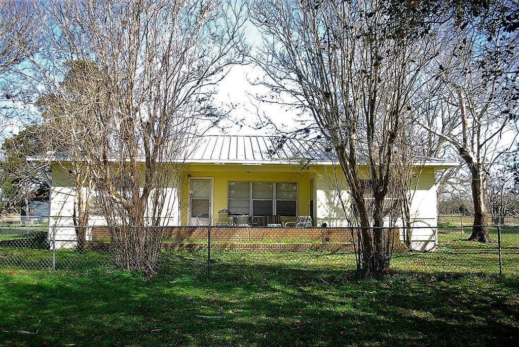 1435 Shaws Bend Road, Columbus, TX 78934