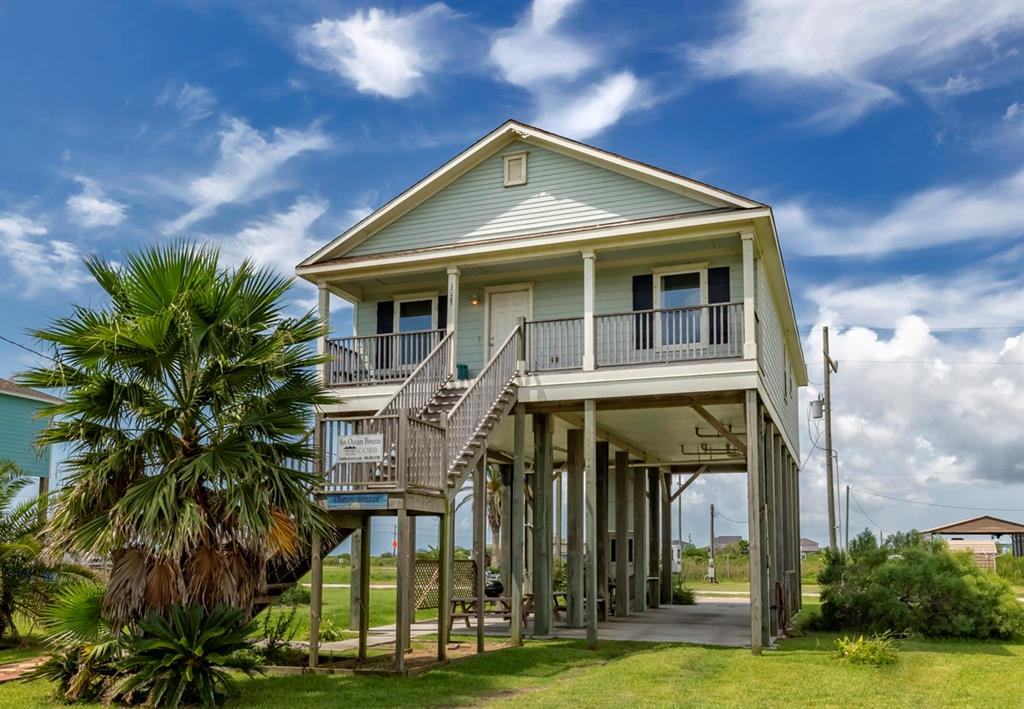 1027 Beach Front Road, Gilchrist, TX 77617